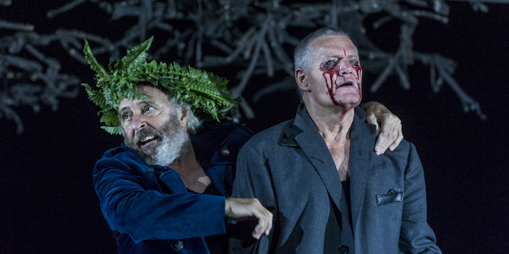 King Lear met bladerenkrans om zijn hoofd en Gloucester met bloedende ogen
